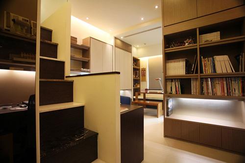 而木板材质虽然有质感,可以体现不一样的装潢气质,但是却无法达到塑合